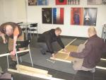 Gemeinnützige Arbeit im Beschäftigungsprojekt: Aufbau einer Ausstellung