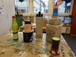 Spielfiguren aus Pappmaché im Bau